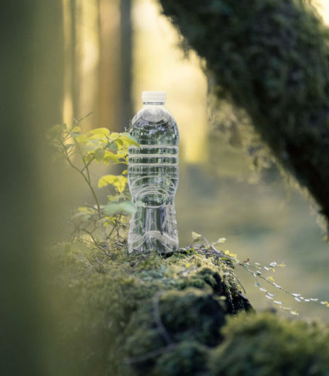 Flesje water bos groen duurzaam